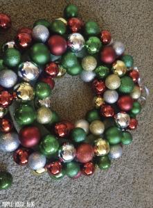 Ornament Wreath 2-04
